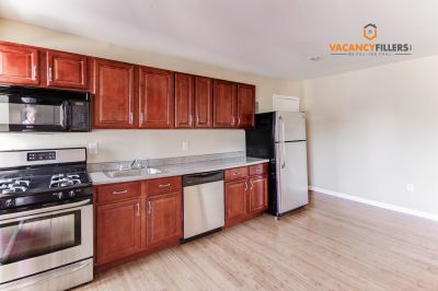 *HOT* Spacious & updated 2 bd. in central Mount Vernon w/ private balcony!