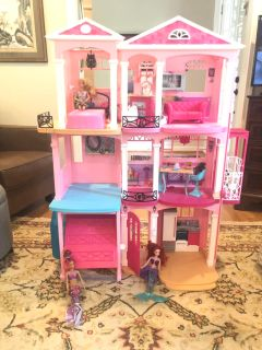 Doll house and 3 barbies (unsure of brand)