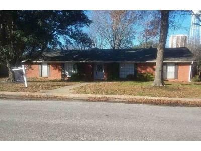 3 Bed 2.5 Bath Foreclosure Property in Commerce, TX 75428 - Rix St