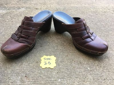 Naturalizer Clogs for sale