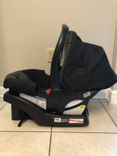 Like new Graco infant car seat and base