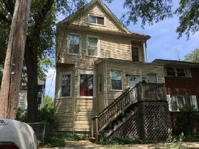 4 Bed 2 Bath Foreclosure Property in Chicago, IL 60649 - E 78th St