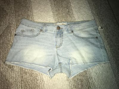 No Boundaries size 11 jean shorts new with tag.