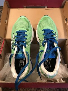 NEW Saucony shoes - 9