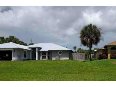 3 Bed 2 Bath Foreclosure Property in Sebastian, FL 32958 - S Easy St