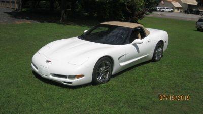 1998 Chevrolet Corvette Base (WHI)