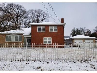 3 Bed 2 Bath Foreclosure Property in Kings Park, NY 11754 - Grove Rd