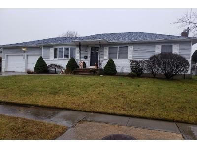 1 Bath Preforeclosure Property in Farmingdale, NY 11735 - Motor Ave
