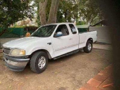 1998 Ford F-150 *needs cosmetic work 152,000 Miles White
