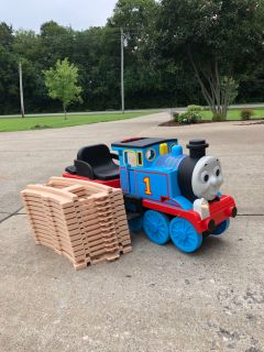 6 volt Thomas The Train Power Wheels comes with tracks in Good used condition Has a new battery