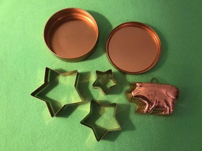 Cookie Cutters & Pig Mold. EUC