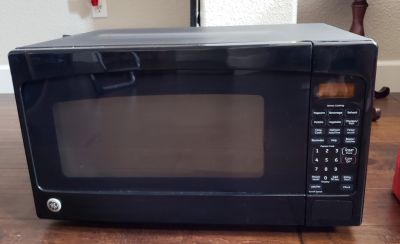 GE 2.0 cu. ft. Countertop Microwave in Black