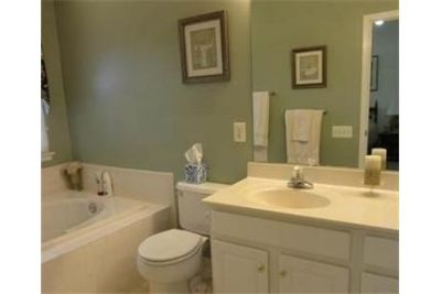 SHORT TERM, Furnished townhouse - in Tidewater Garden. Single Car Garage!
