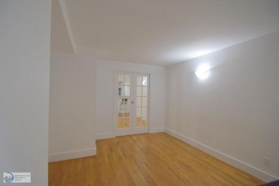 Beautiful 2 bed in elevator/laundry building