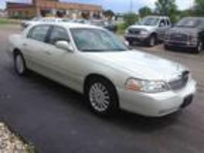 used 2005 Lincoln Town Car for sale.