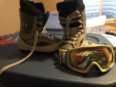 Boys size 12 snowboarding boots and googles