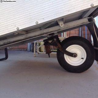Single wheel trailers and single axle trailers