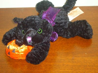 plush blk cat w/pumpkin