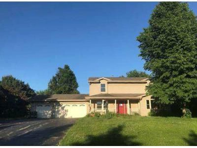 4 Bed 2.5 Bath Foreclosure Property in Belvidere, IL 61008 - Limetree Ln