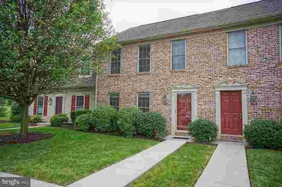 371 Stonehedge Ln MECHANICSBURG Two BR, Lovely newly painted