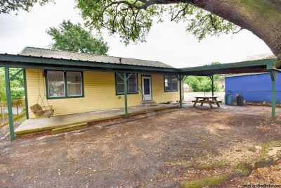 3 Beds/2 Baths Home, Renovated And Updated!