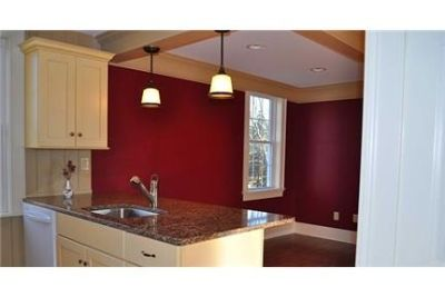 Great Central Location 3 bedroom, 3 bath. Parking Available!