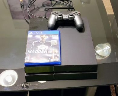 PS4 with Madden 18 and 1 controller