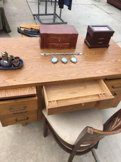 Wood desk with chair no key