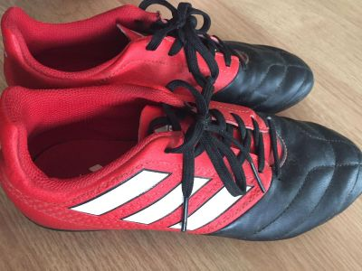 Adidas Size 4 youth soccer cleats