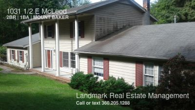 2 Bedroom, 1 Bath Unit in the Birchwood Neighborhood Available Now!