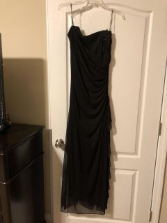 Black gown size large, fits like a 8/10 perfect for Mardi Gras $50.00 meet at Walmart in Fairhope cross posted