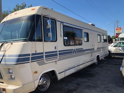 1985 Winnebago Chieftain M-31RT