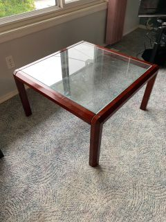 Guc coffee table asking $25