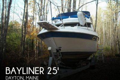 1988 Bayliner 2560 Convertible