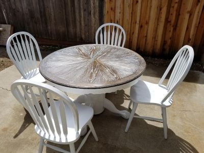 Cerused Oak dining table with 4 white chairs