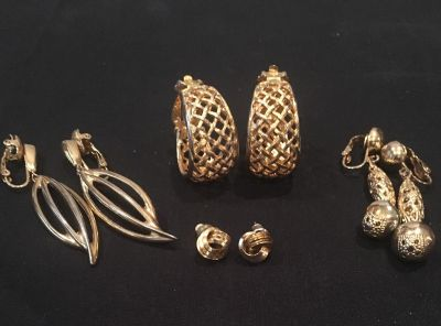 Lot of 4 Pair of Vintage/Antique Gold Earrings (Trafari)