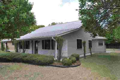 405 -- Sunset St FREDERICKSBURG Two BR, This 2/2 is very