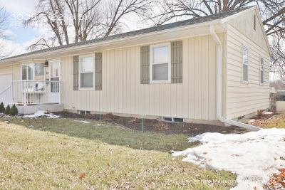 Spacious 2 Bedroom 2 Bath Home with lots of charm in East Sioux Falls!