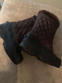 Ladies brown snow boots size 8