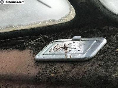 Dash ashtray