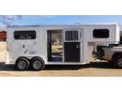 2019 Trailers USA TLT Straight Load Draft/Warmblood GN - White 2 horses