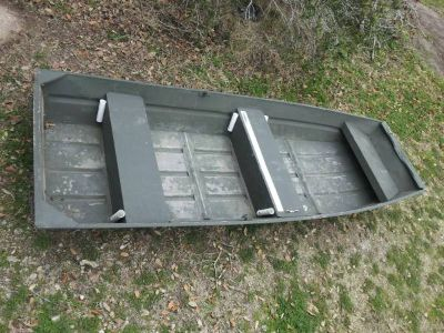 10 Ft John Boat and accesories