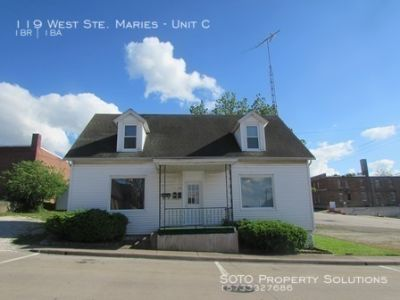 1BD/1BA Apartment on Main Level