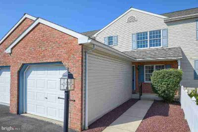 21 Heron Dr DENVER Three BR, Easy-living townhome available for