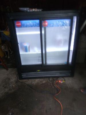 2014 merchandising display cooler