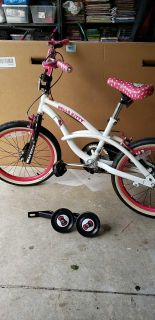 Hello kitty 18 inch bike. Comes with a set of training wheels.