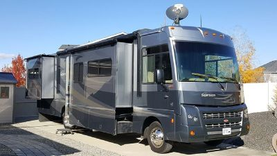By Owner! 2011 34 ft. Winnebago Sightseer w/3 slides