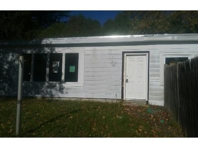 2 Bed 1 Bath Preforeclosure Property in Amesbury, MA 01913 - Garfield St