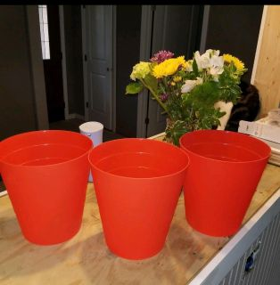 New MainStays 1.7g Trash cans Tomato color $2 for all