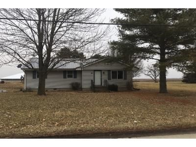 3 Bed 1 Bath Preforeclosure Property in Hume, IL 61932 - Front St